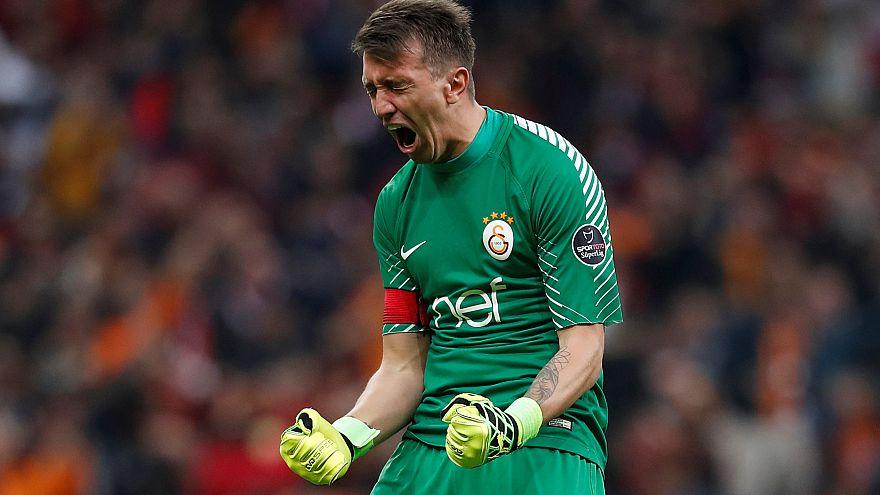 Galatasaray şampiyonluk yolunda  zirveyi bırakmadı