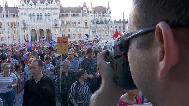Migliaia contro Orbán e la mancanza di libertà di stampa