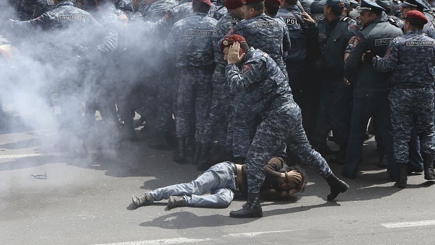 رئيس وزراء أرمينيا يرفض الاستقالة والاحتجاجات تدخل يومها العاشر