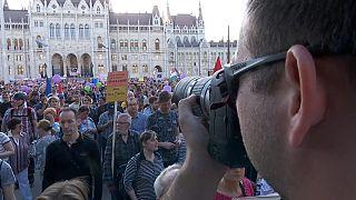 Miles de húngaros vuelven a manifestarse contra el Gobierno