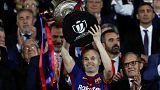 El Barcelona gana la Copa del Rey con homenaje de Iniesta al fútbol