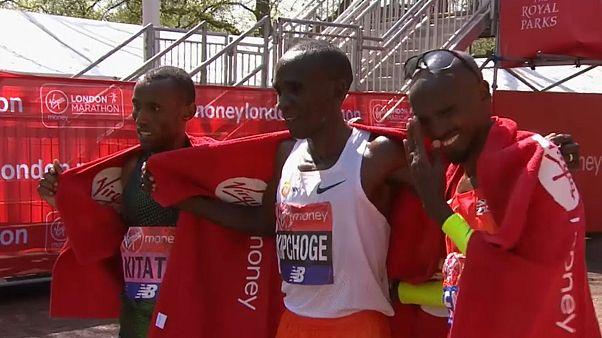 Queniano Eliud Kipchoge volta a triunfar na maratona de Londres