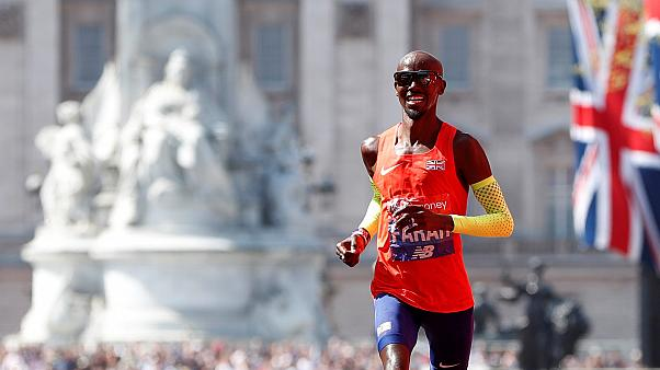 Mo Farah breaks 33-year British record in London Marathon
