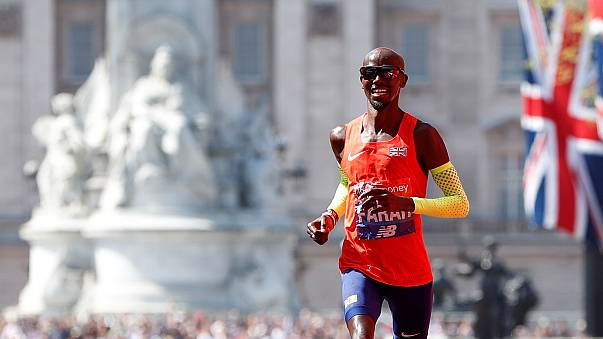 Mo Farah breaks 33-year British record in London Marathon