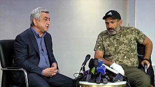Líder da oposição arménia preso por contestar PM