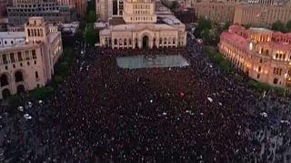 Συνεχίζονται οι διαδηλώσεις κατά του Σαρκισιάν