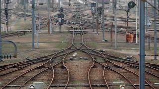 France : grève sur les rails et dans les airs