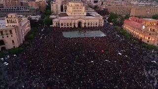 Ellenzéki vezetőket tartóztattak le az örmény fővárosban