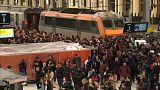 Francia, rotaie e piste ferme per una nuova ondata di scioperi
