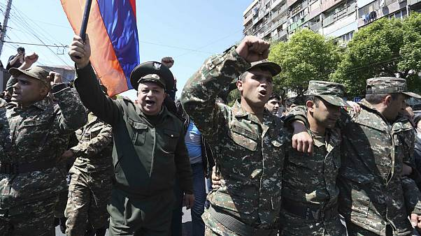 نظامیان ارمنستان به تظاهرات ضد دولتی پیوستند