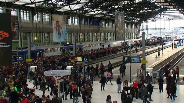 Greves na SNCF e Air France afetam milhares de passageiros