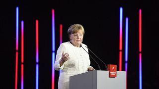 Η Μέρκελ καταδικάζει τον αντισημιτισμό