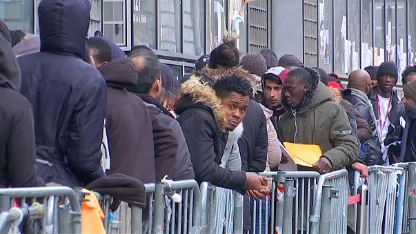 Parlamento francês aprova polémico projeto de lei sobre asilo e imigração