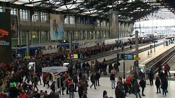 Fransa'da grevler devam ediyor