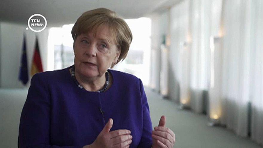 Újfajta antiszemitizmusról beszélt Merkel
