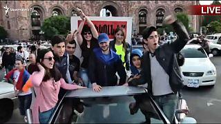 Ereván celebra la dimisión de Serge Sargsián