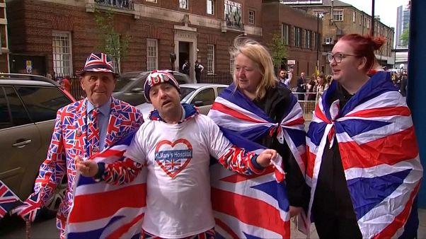 Britâncos festejam nascimento do novo príncipe