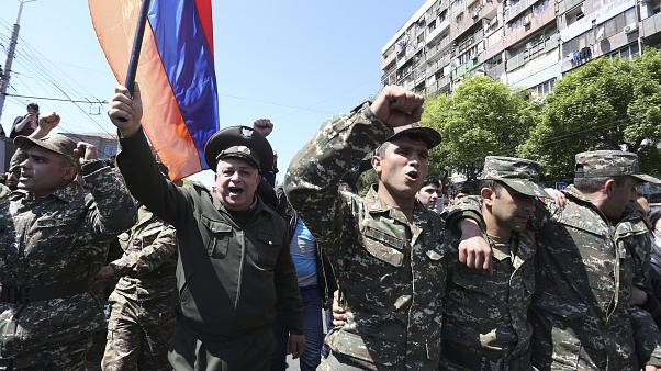 Серж Саргсян ушёл, улицы ликуют