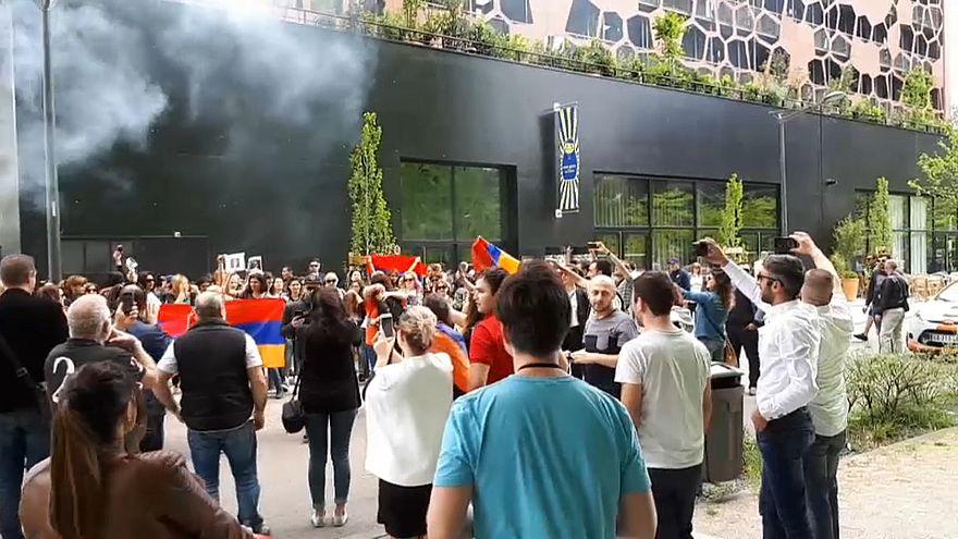 Demissão de Serzh Sarkisian recebida com júbilo