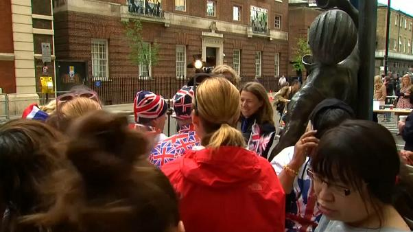 Royalists wait for royal baby at London hospital