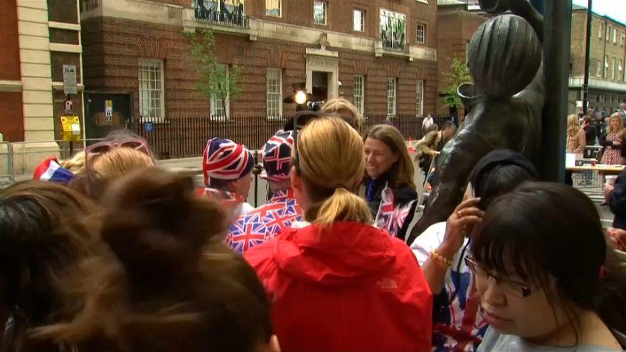 Royalists wait for royal baby at London hospital