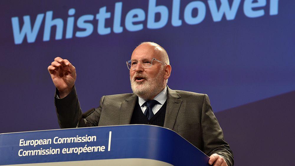 Friss hírek: Az egész EU-ra kiterjedő szabályokat javasolt ma az Európai Bizottság a visszaéléseket bejelentő személyek védelmére.