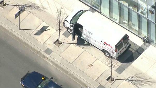 Canada: furgone piomba sulla folla a Toronto, morti e feriti