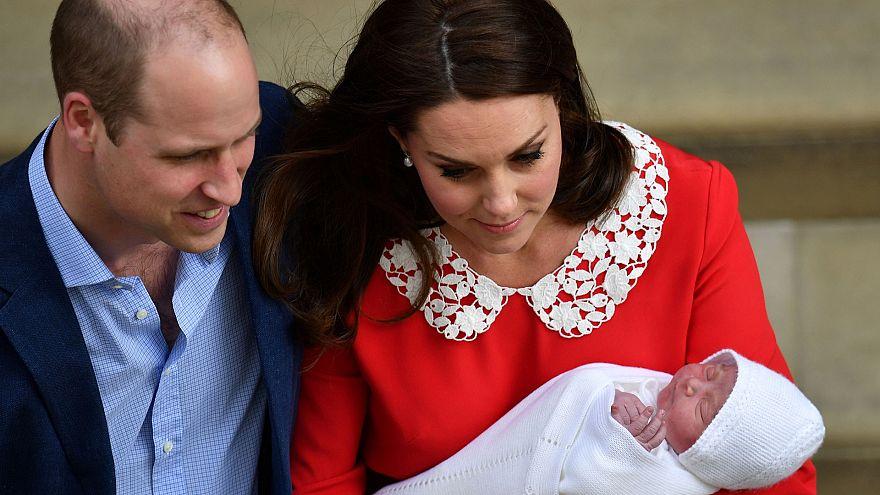 Новорождённого показали подданным