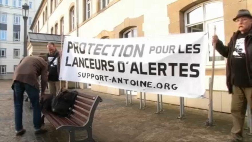 Védelmezné a kiszivárogtatókat Brüsszel