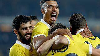 Fenerbahçe şampiyonluk ipini bırakmadı: 4-1