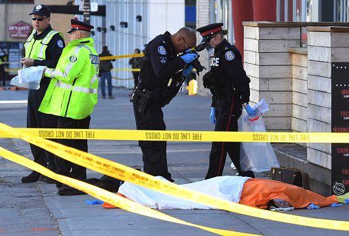 Attaque au véhicule-bélier à Toronto, au moins 10 morts