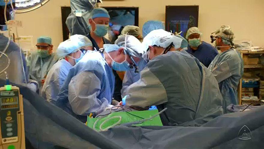 A 14 órás műtéten 11 sebész dolgozott