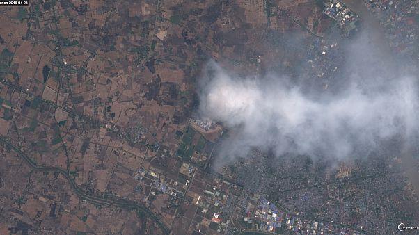 El gigantesco incendio que invade de humo la capital birmana