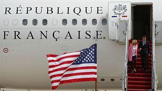 تصویری از ورود رئیس جمهوری فرانسه و همسرش به واشنگتن