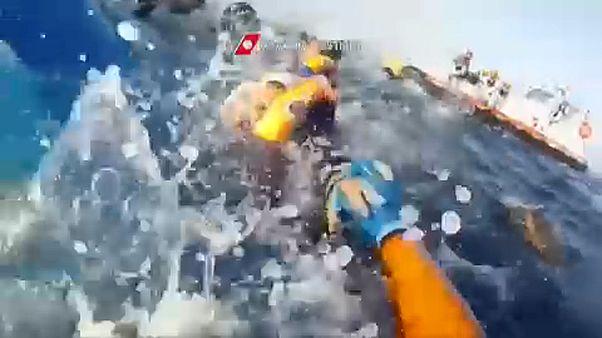 63 hajótöröttet mentettek ki a líbiai partoknál