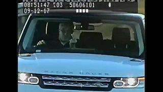 Obszöne Gesten in die Radarkamera: Autofahrer muss 8 Monate hinter Gitter