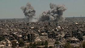 Syrian pro-government forces 'strike IS positions' in Damascus