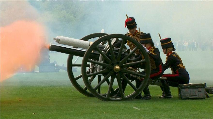 طلقات نارية وتحية عسكرية بمناسبة ولادة الأمير البريطاني الجديد