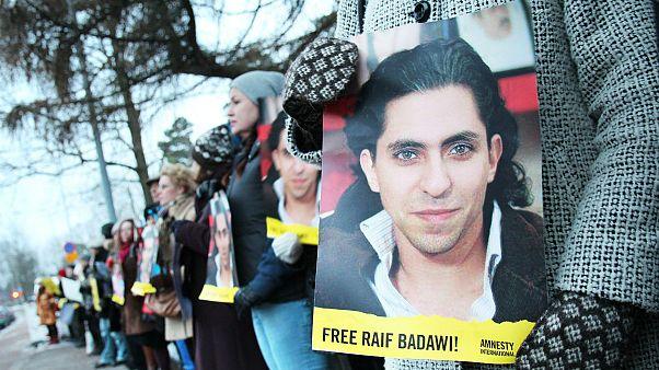 تجمع مخالفان حکم رائف بداوی در فنلاند به دعوت سازمان عفو بین الملل