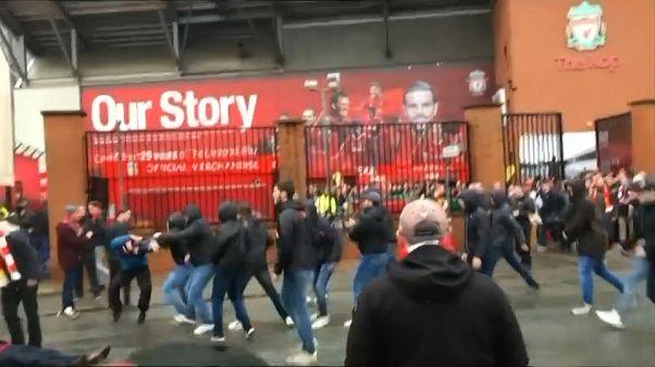 Due tifosi della Roma arrestati: un fan del Liverpool in coma