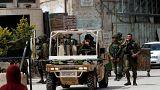 شاهد: جندي إسرائيلي يضحك ويفرح بعد أن أطلق الرصاص على فتى فلسطيني