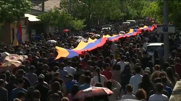Armenien: Opposition macht weiter Druck