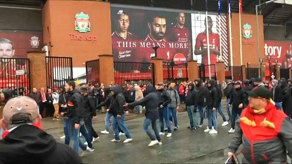 Ausschreitungen in Liverpool - Fan schwer verletzt