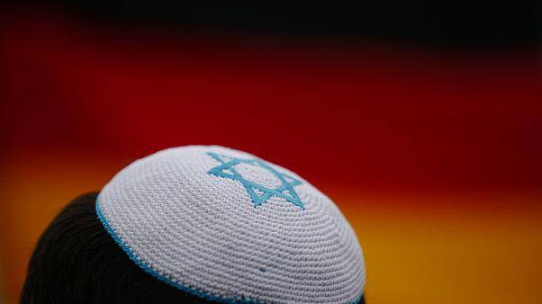 A német zsidó tanács azt javasolja, ne viseljenek kipát nyilvános helyen híveik