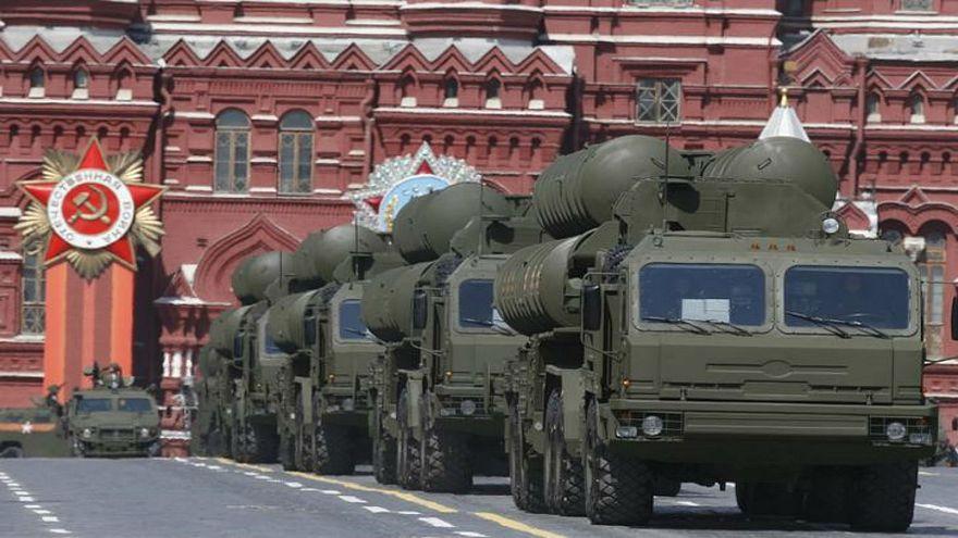 صورة من أرشيف رويترز لنظام الدفاع الصاروخي إس-400 خلال استعراض عسكري
