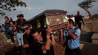 Νικαράγουα: Ολονυχτία στη μνήμη των αστυνομικών που σκοτώθηκαν στις διαδηλώσεις