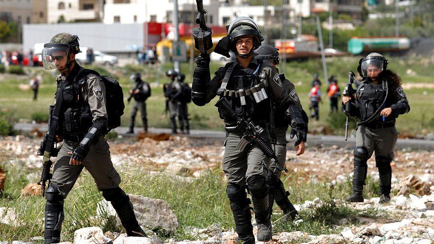 تسعة شهور سجنا لشرطي إسرائيلي قتل فتى فلسطينيا