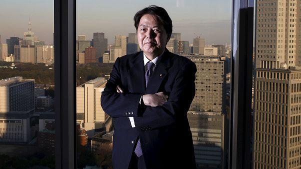 """""""Σέξι-γιόγκαγκέιτ"""" από τον Υπουργό Παιδείας της Ιαπωνίας;"""