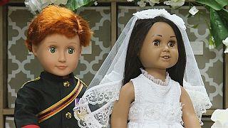 Свадебный наряд кукол принца Гарри и Меган Маркл