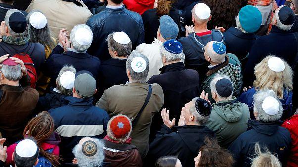 Zeichen setzen gegen Antisemitismus in Deutschland: Berlin trägt Kippa